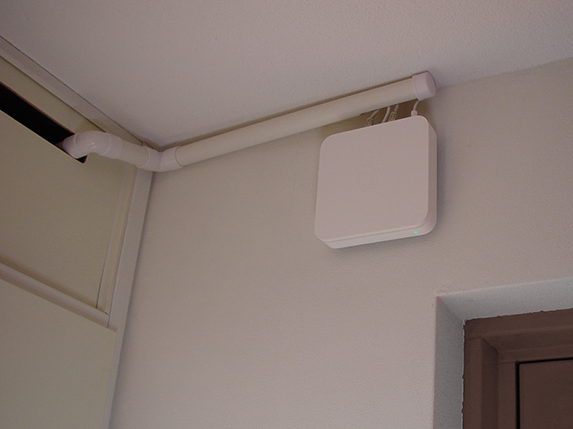 The Airport Extreme mounted neatly on on the wall